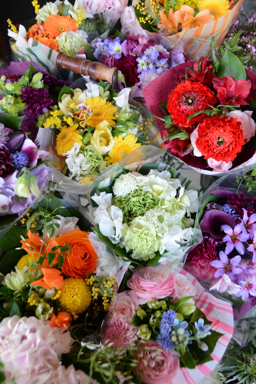 季節の花を贈る「FlowerGift」
